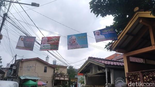 Jelang Habib Rizieq Pulang, Petamburan Berhiaskan Poster Selamat Datang