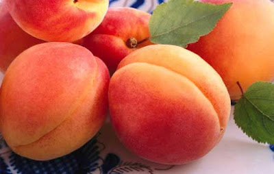 Apricots are rich in fiber, so it is good to have a bowel movement