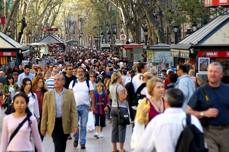 City Travel Guides Barcelona People