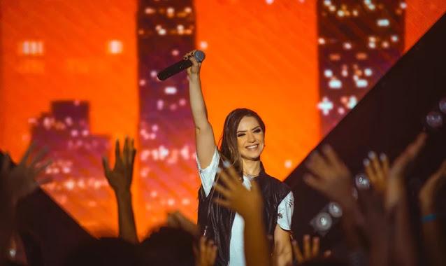"""Camila Campos lança seu novo EP """"Fé, Esperança & Amor"""""""