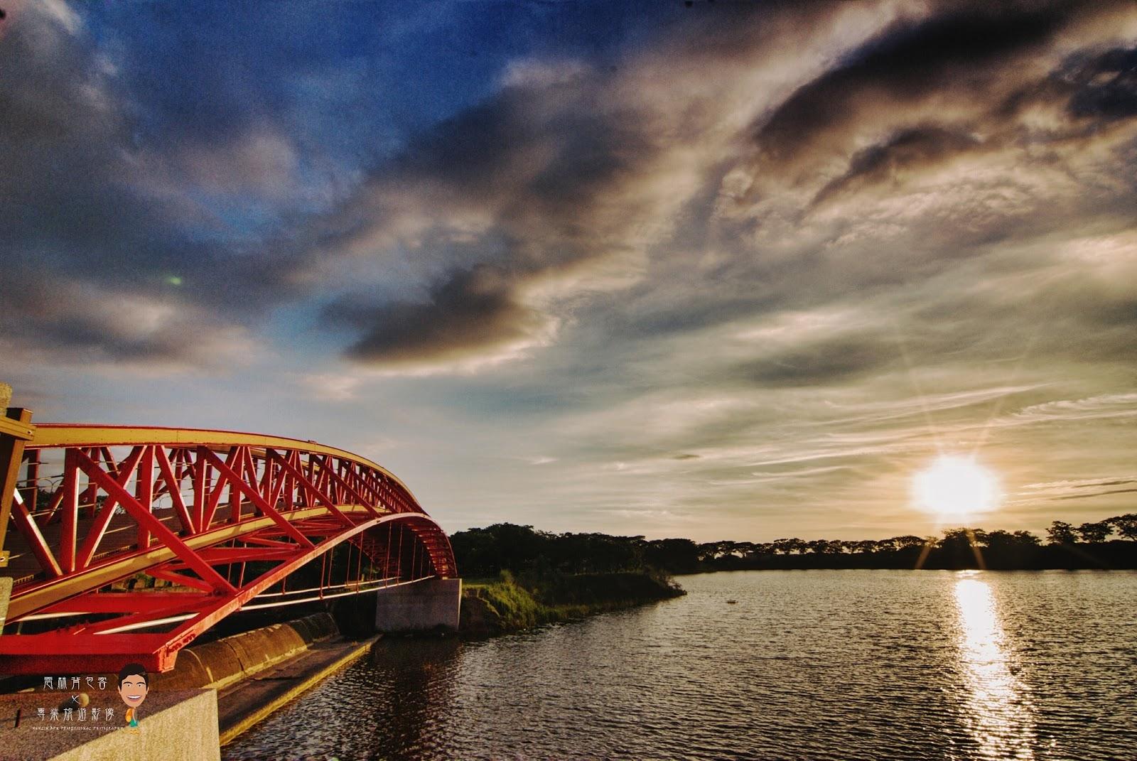 雲林斗六市郊《紫藤湖公園 隨拍夕照景觀拱橋》適合散步與夜晚看星星