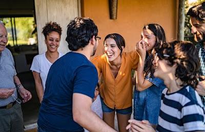 Pantun Perkenalan dengan Teman, Sahabat, Wanita, Guru Terbaru