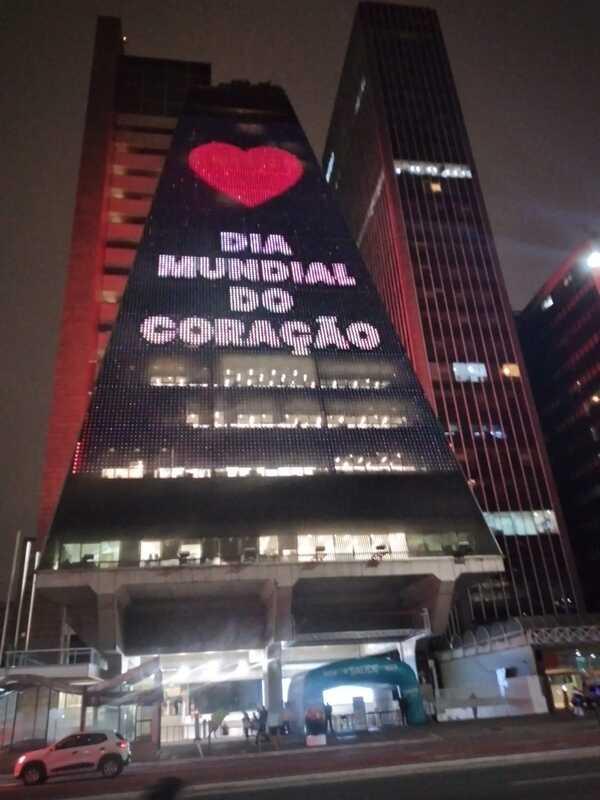 Para celebrar o Dia Mundial do Coração, a Sociedade Brasileira de Cardiologia (SBC) promoveu iluminação especial em construções arquitetônicas, marcos das principais cidades do país. Museu do Amanhã, Câmara dos Deputados, Senado Federal e Fiesp foram iluminados de vermelho.