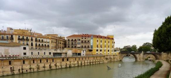 Río Segura a su paso por Murcia.