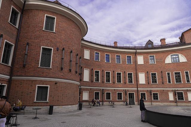 New Holland Saint-Petersburg islet leisure bottle courtyard ring scene comfort brick courtyard photo Igor Novik