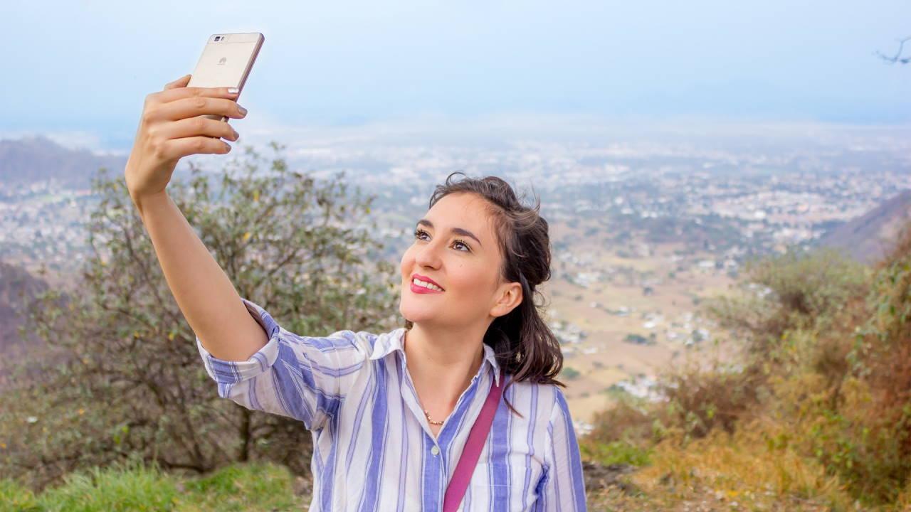 6 Rekomendasi HP yang Bagus untuk Selfie (Terbaru)