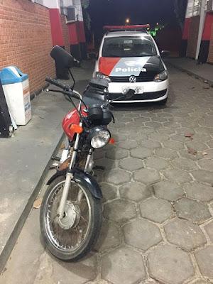POLÍCIA MILITAR DE SETE BARRAS RECUPERA MOTOCICLETA FURTADA EM 2014