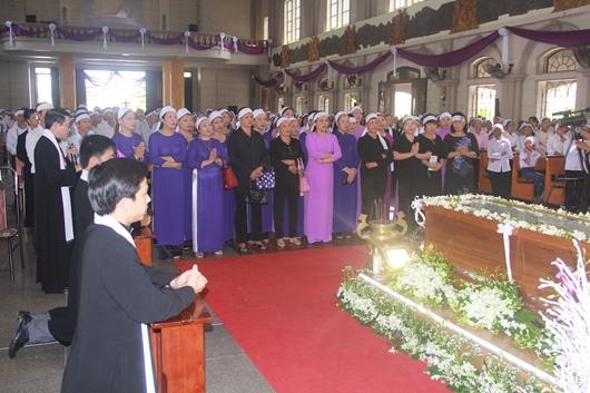 Ngày thứ Ba: Kính viếng và cầu nguyện cho Đức cha Phanxicô Xaviê Nguyễn Văn Sang - Ảnh minh hoạ 34