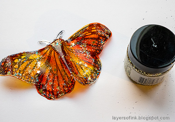 Layers of ink - Crackling Campfire Tag Tutorial by Anna-Karin Evaldsson.