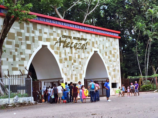 """Atecozol es un turicentro de exquisitas y refrescantes aguas que llama de forma mágica a cualquier visitante a disfrutarlas sin excusa alguna, en lengua náhuatl significa: """"Cuna del Señor de las Aguas"""". Atecozol se encuentra en el municipio de Izalco, en el Departamento de Sonsonate, unos 58 kilómetros de la ciudad capital."""