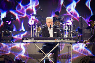 Melody and anointing is quite contagious. Brace up for Thank You Lord by Don Moen