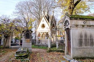 Paris : Tombe d'Héloïse et Abélard, mausolée des amants légendaires, habile opération de communication - Cimetière du Père Lachaise - XXème