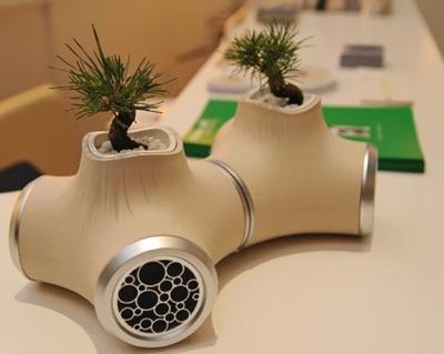 Pot bonsai terbuat dari speaker