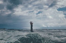 Hand drowning in a water