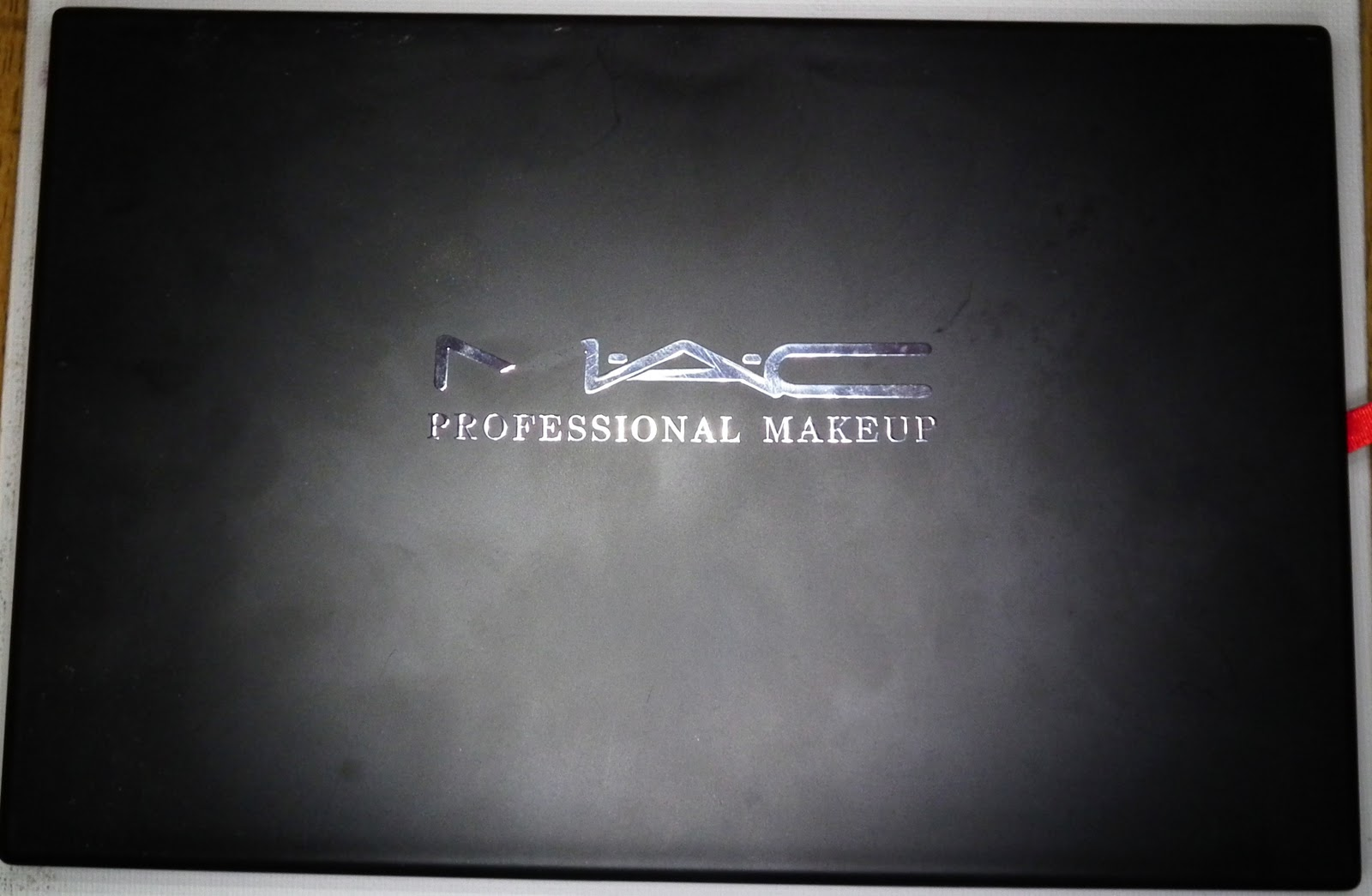 mac 120 eyeshadow palette fake