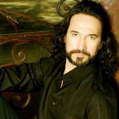 Foto de Marco Antonio Solis con bigote y barba