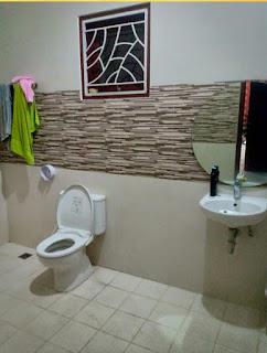 Kamar mandi rumah mewah FULLY FURNISHED di Jl. Guru Sinumba - Karya Dalam Medan