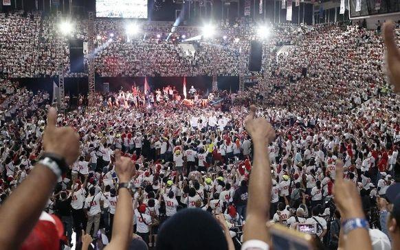 Pengakuan Pria Berpose Dua Jari di Deklarasi Jokowi