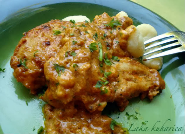 Russian chicken with Feta cheese by Laka kuharica: tender chicken in delicious sauce.