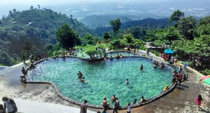 Berenang menjadi alternatif terbaik untuk menghabiskan waktu libur bersama keluarga 5 Kolam Remang Di Semarang Yang Cocok Untuk Keluarga