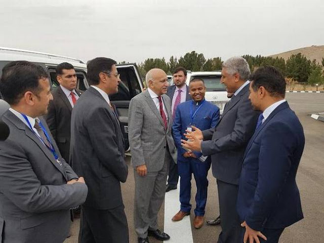 Image Attribute: Minister of State for External Affairs M.J. Akbar being received by MD Asif Rahimi, Governor of Herat & Mr. Manpreet Vohra, Ambassador of India, at Herat airport for the TAPI inauguration ceremony. Photo: Twitter/@IndianConsHerat