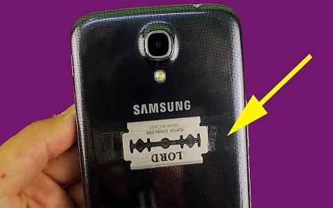 شاهد مالذي يحدث عند إضافة شفرة حلاقة إلى هاتفك، مفاجأة !!