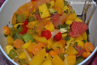 Fruit salad with passion fruit marinade