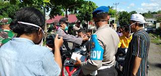 Polsek Janapria Lombok Tengah Bagikan Masker Gratis