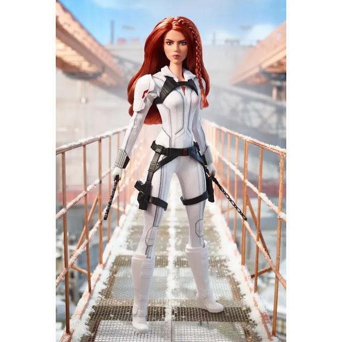 Mattel saca a la venta dos modelos de Barbie Black Widow