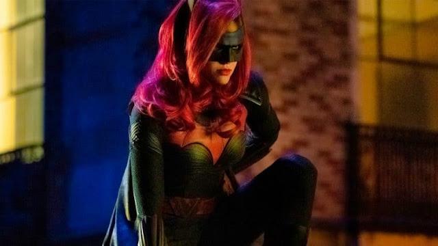 """""""No episódio 3, teremos um vilão importante do Batman"""", diz showrunner de Batwoman"""