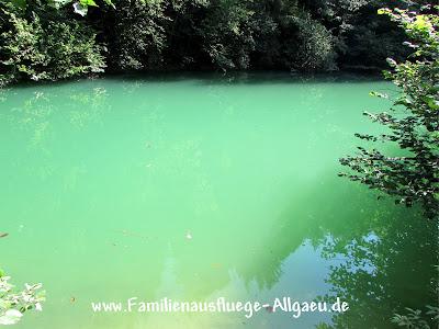 Grünes Wasser im Tiefental