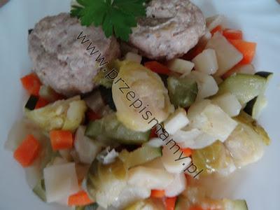 Pulpety gotowane z warzywami