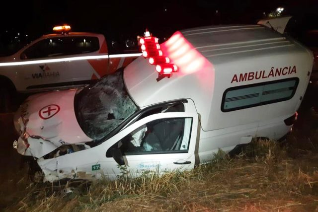Dois ficam feridos após batida entre moto e ambulância na BR-116, em Conquista