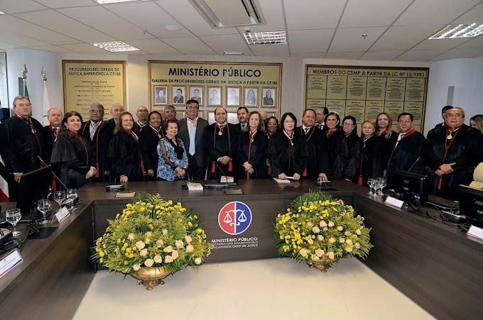 Flávio Dino recebe medalha do MP por combate à corrupção e respeito aos Poderes
