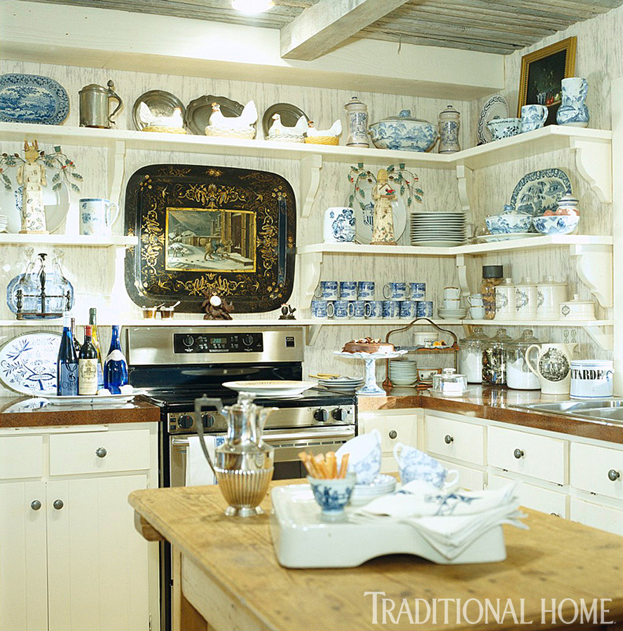 Hydrangea hill cottage french country decorating for Decorating with blue and white pottery