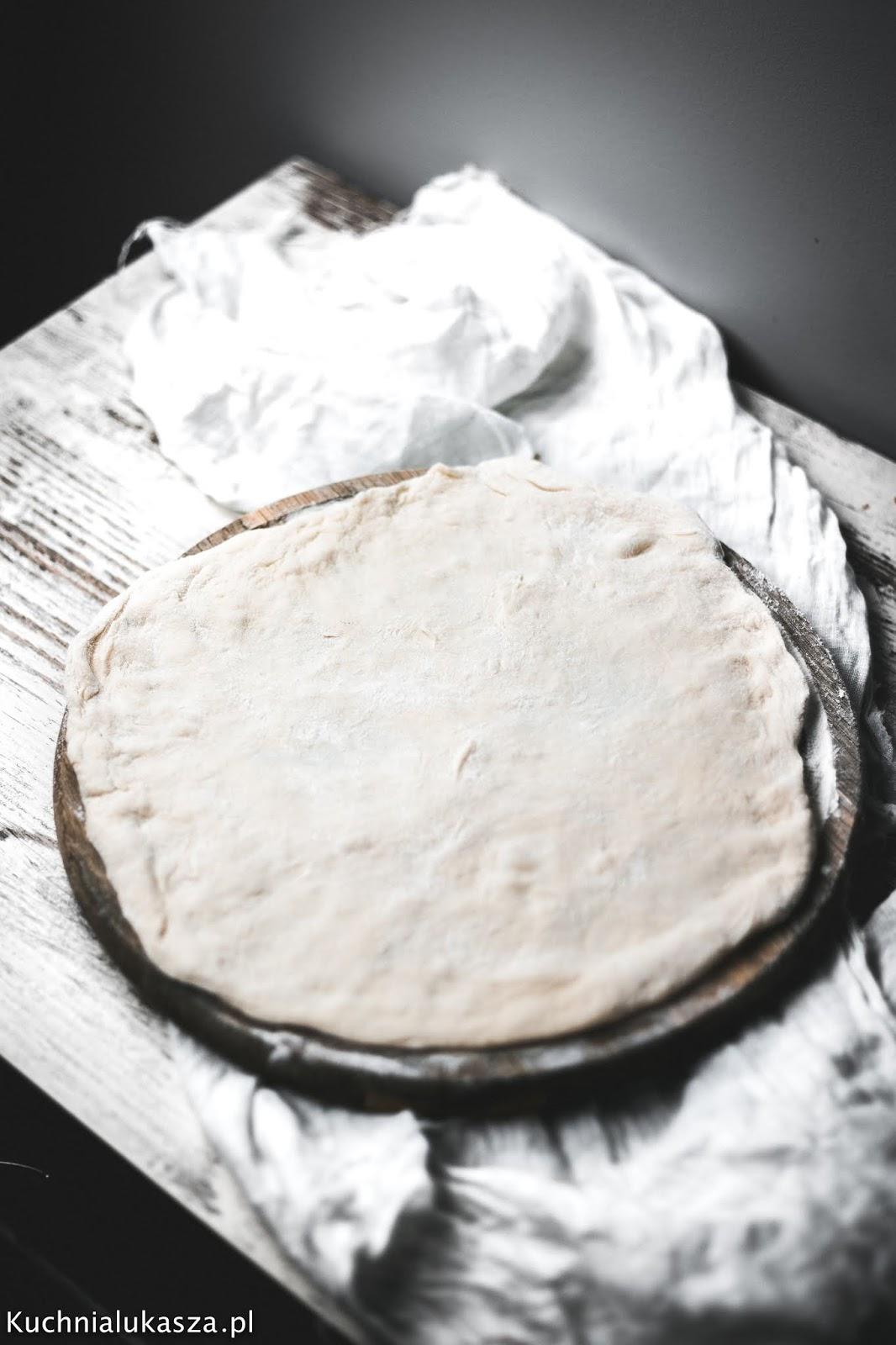 Najlepsze przepis na ciasto na pizzę, które uda się każdemu!