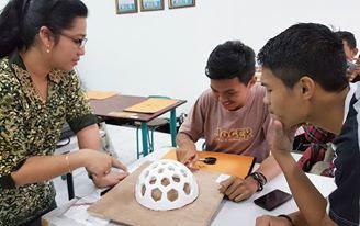 Membimbing mata kuliah Struktur dan Konstruksi para mahasiswa