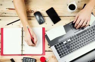 ما هي الطرق المجربة لتحقيق دخل شهري ثابت من الإنترنت؟