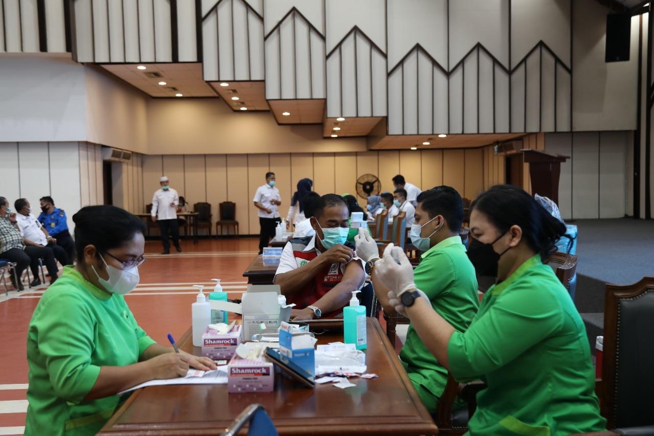 Pegawai BP Batam Melaksanakan Vaksinasi Covid-19 Tahap Dua