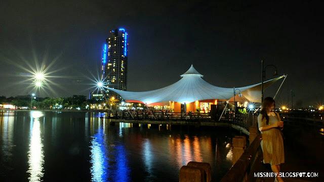pemandangan ancol di malam hari