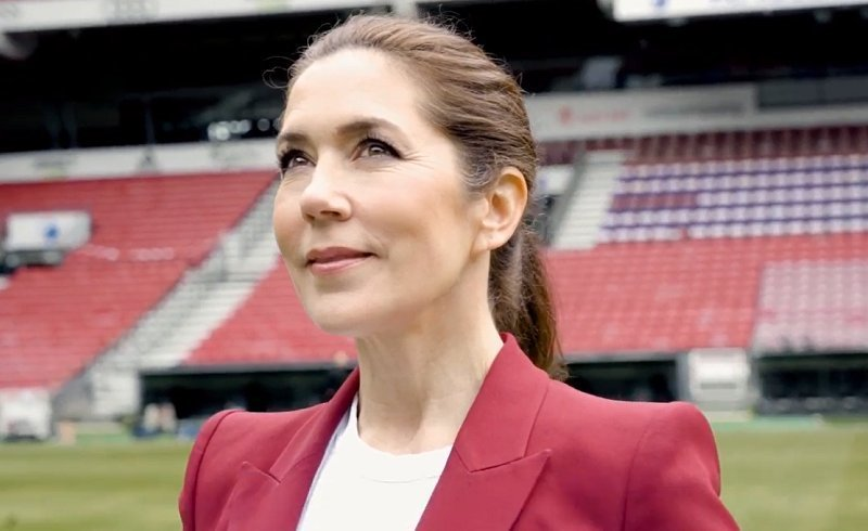 Crown Princess Mary wore new red crepe blazer from Alexander McQueen. The Mary Fonden has launched the project Fantastic Football Parties