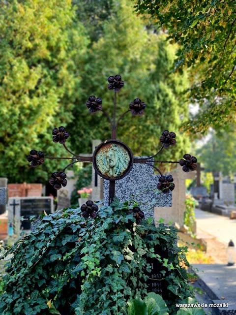 Warszawa Warsaw cementery warszawskie cmentarze Targówek nagrobek Bródno groby krzyż