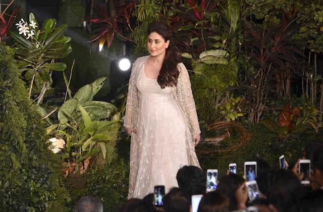 Kareen Kapoor Khan Pics at Lakme Fashion Week 2017