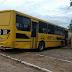 Regional Ônibus escolar sem motorista desce rua e atinge casa em Nova Russas