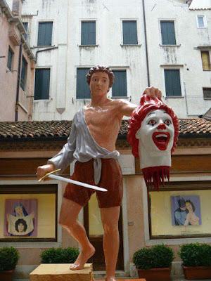 Witzige Statue McDonalds lustig