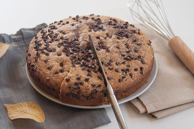 Torta con farina di castagne e gocce di cioccolato