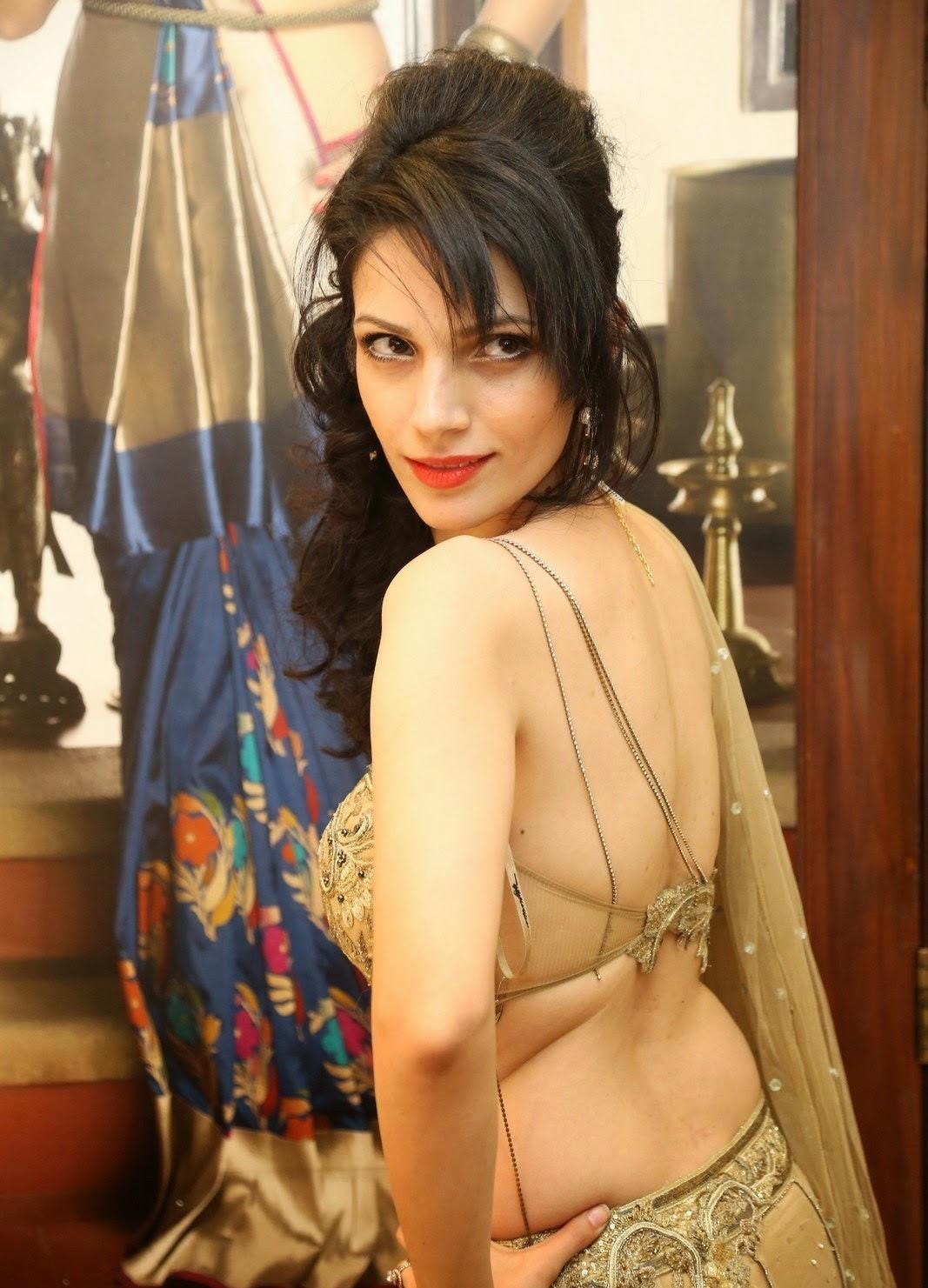 Cleavage Clara Bindi nude (17 photos) Selfie, Facebook, in bikini