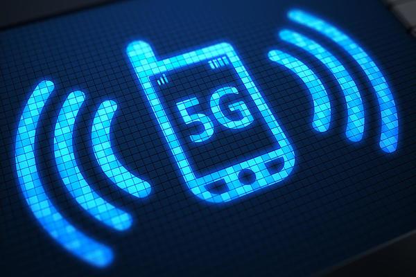 شركة اتصالات تنصح مستخدميها بإطفاء ميزة 5G للحفاظ على البطارية