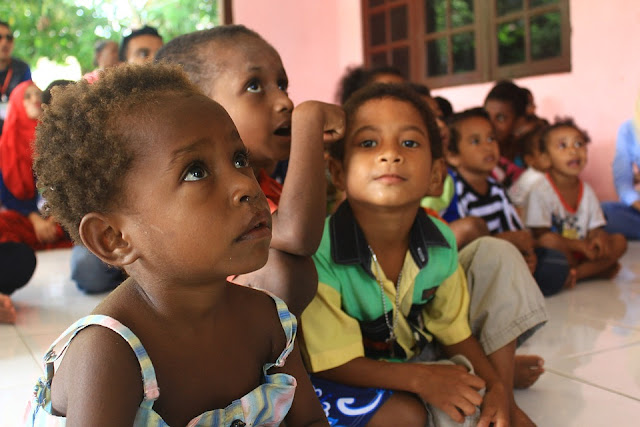 crianças e a educação nas escolas
