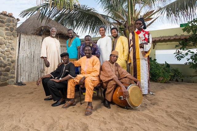 Orchestra Baobab, un patrimoine local : Musique, groupe, orchestre, Orchestra, baobab, soul, jazz, percussionniste, saxophoniste, festival, concert, live, rythme, chanteur, instrument, danse, LEUKSENEGAL, Dakar, Sénégal, Afrique
